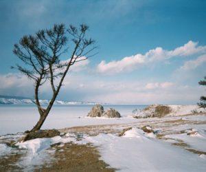 Вид на мыс Бурхан и скалу Шаманку