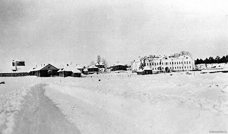 Вид на бывший Палеосторовский монастырь. о.Палей