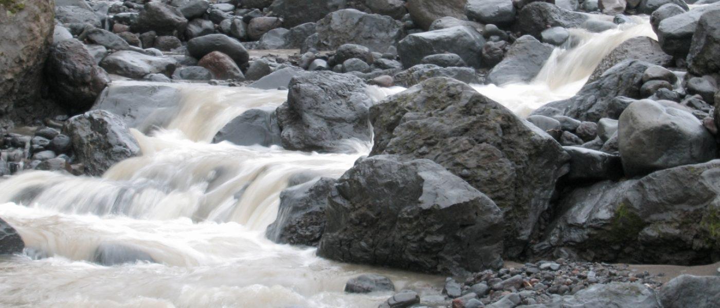 Ручей Водопадный рядом с Толбачиком