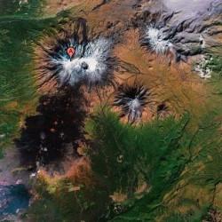 Спутниковый снимок Толбачика