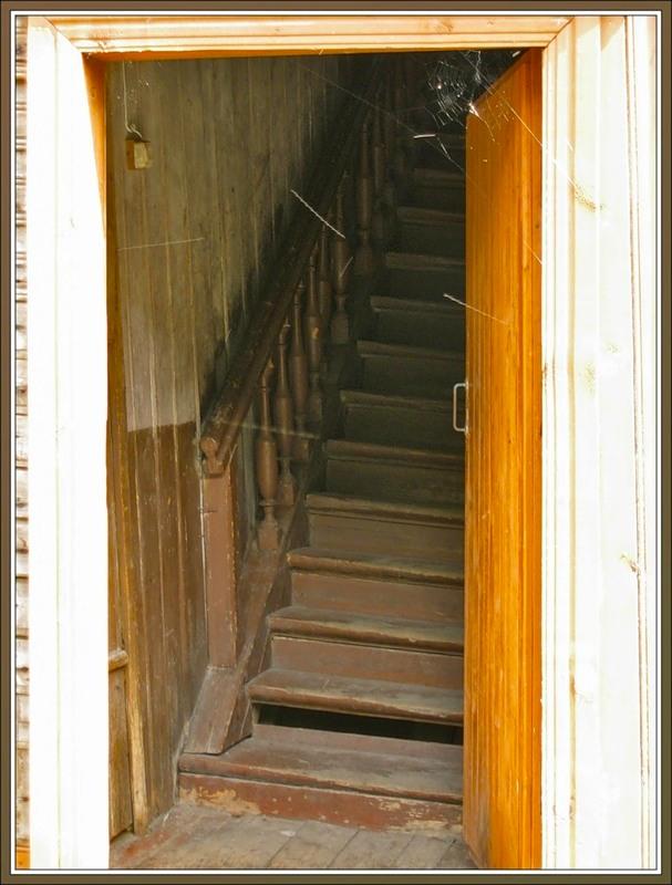 Подъезд в деревянном доме, Новая Ладога