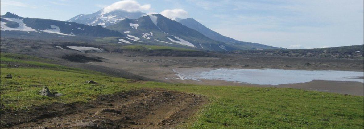 Дорога на Мутновку: Вилючинская сопка, водопад и снежник
