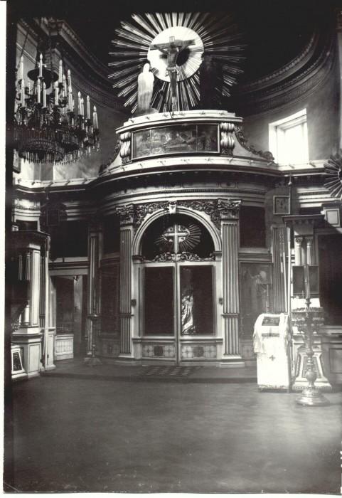 Иконостас в храме Марии Магдалины в Павловске