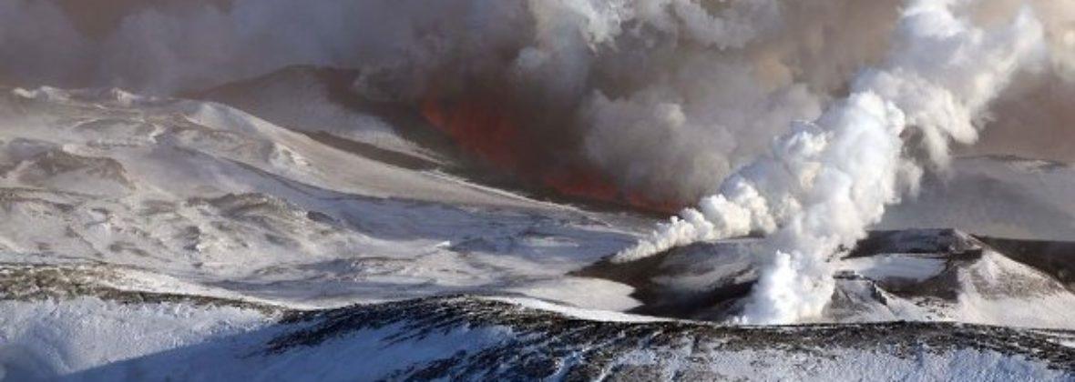 Извержение вулкана Плоский Толбачик на Камчатке