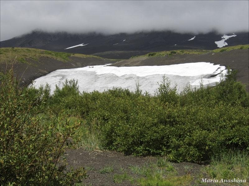 Горнолыжники на снежнике Козельского вулкана