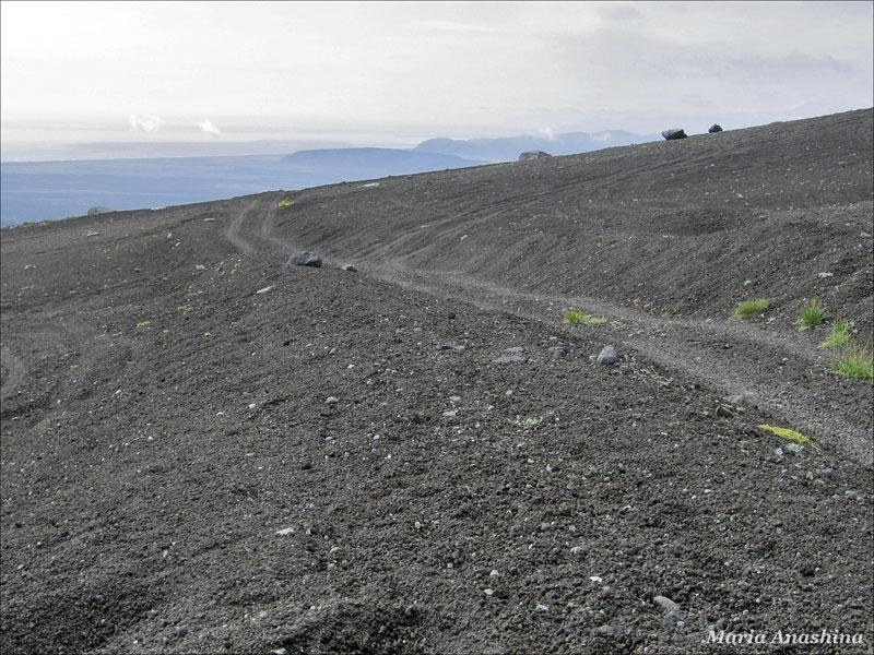 Автомобильная колея на склоне Козельского вулкана, Камчатка