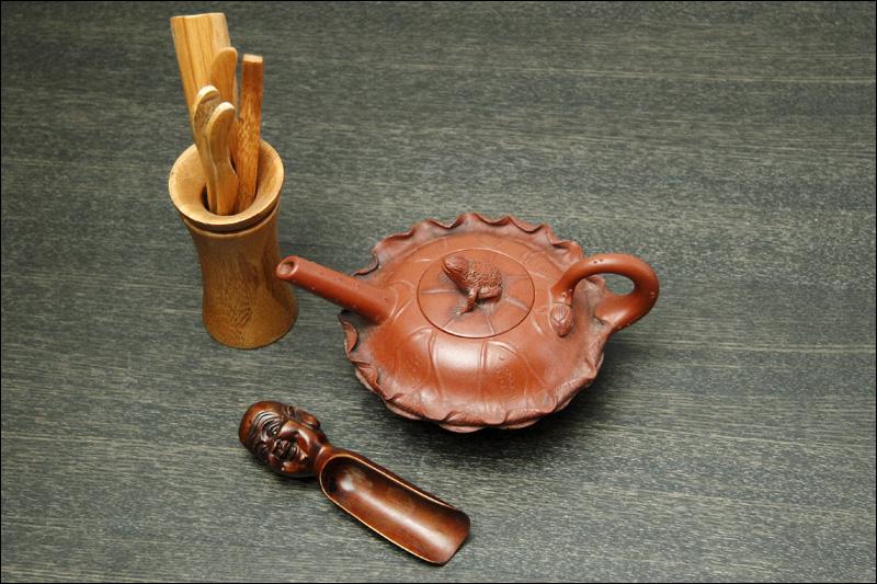 Китайский чайник и принадлежности для заваривания чая