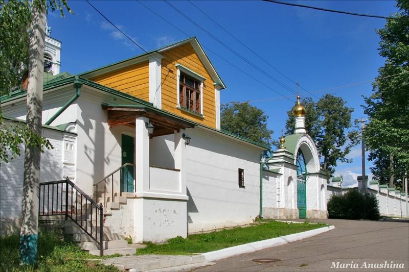 Спасо-Влахернский монастырь, Сторожка и Святые врата