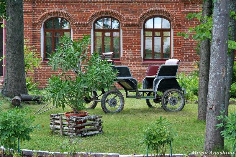 Спасо-Влахернский монастырь, монастырские постройки и сад