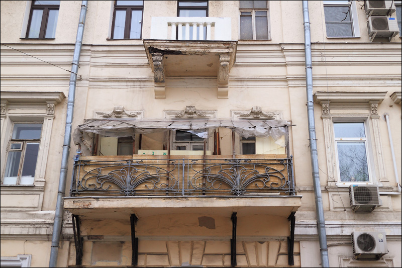 Балкон в старом доме