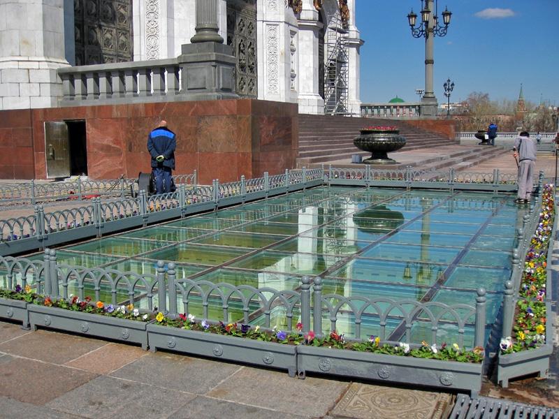 Стеклянные потолки цокольного уровня Храма Христа Спасителя