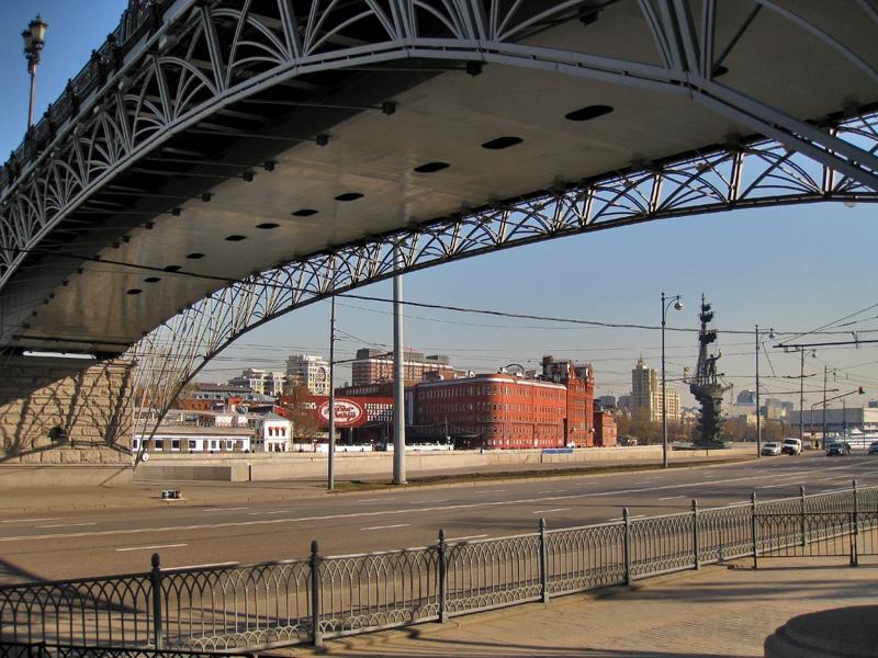 Патриарший мост, Пречистенская и Берсеневская набережные