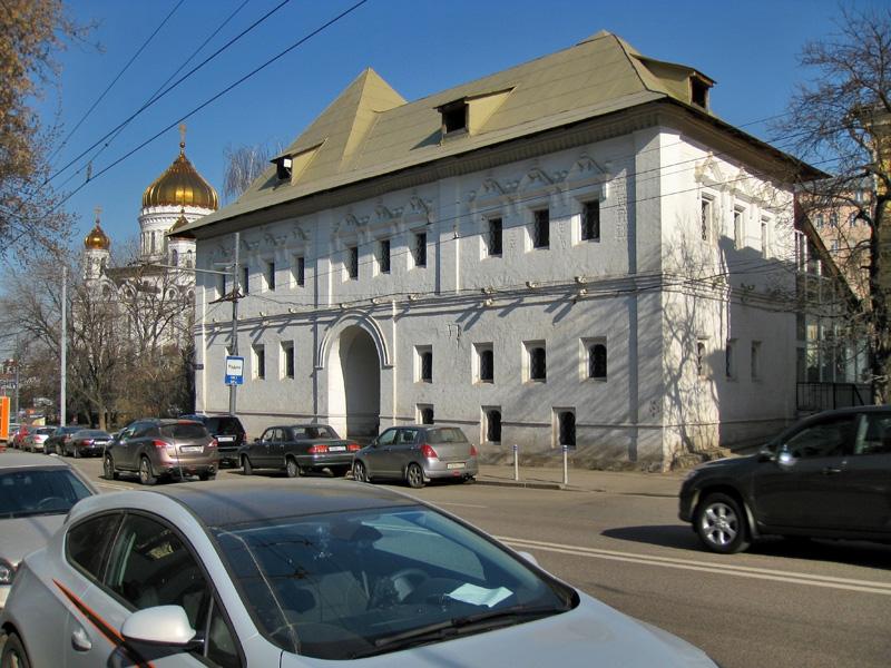 Белые палаты и Храм Христа Спасителя