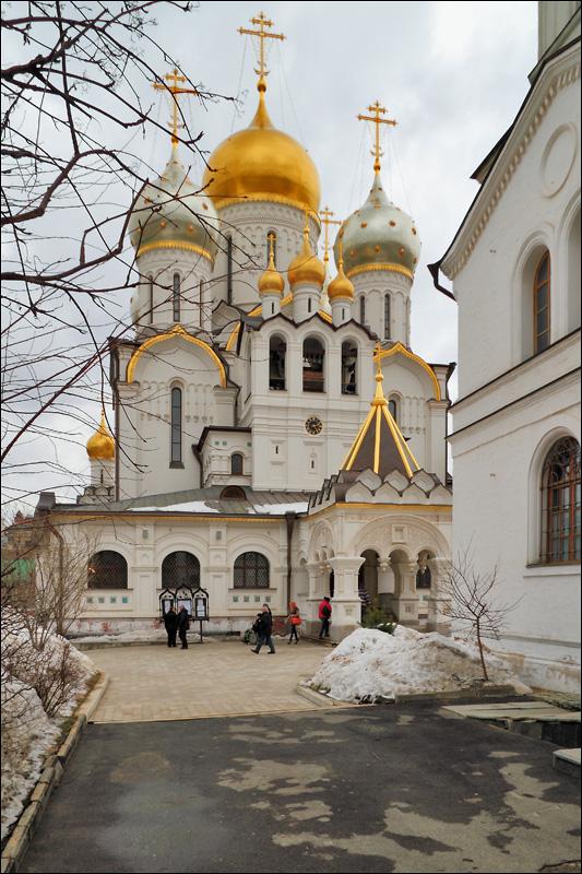 Зачатьевский монастырь, собор Рождества Пресвятой Богородицы и Богадельня