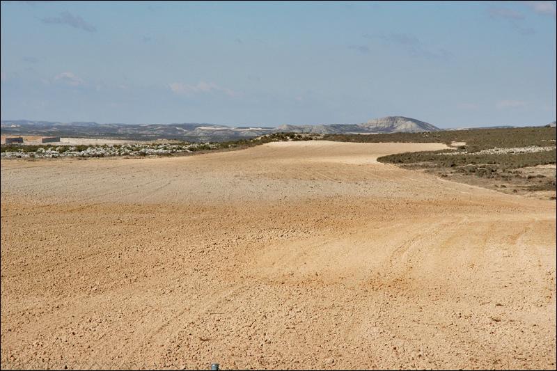 Испанский пейзаж на полпути из Андорры в Сарагосу