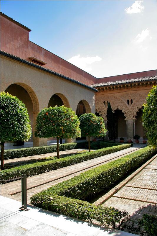 Двор Санта Исабель, дворец Альхаферия, Сарагоса