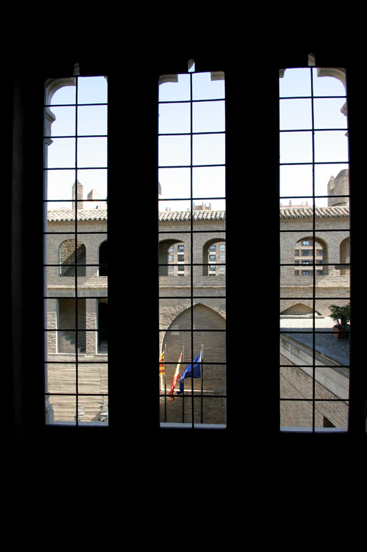 Дворец Альхаферия, вид из окна во внутренний двор