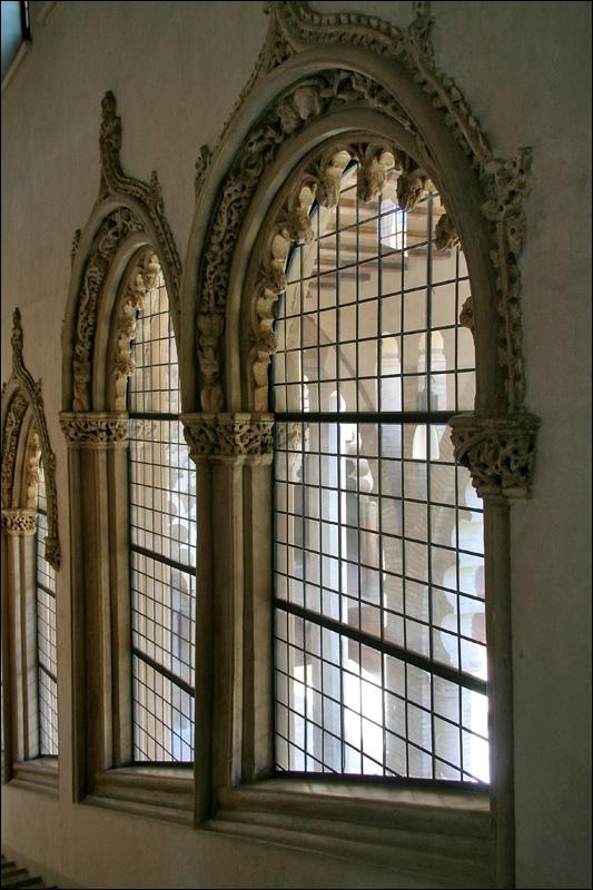 Дворец Альхаферия, окна, Сарагоса