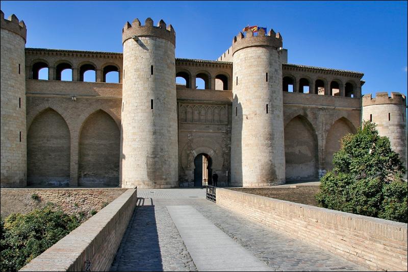 Крепостные стены дворца Альхаферия, Сарагоса