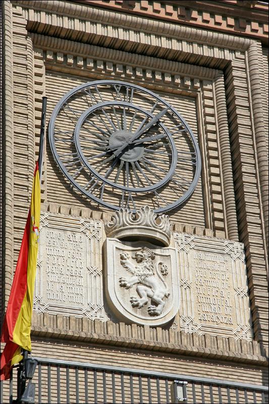 Часы на здании Мэрии Сарагосы