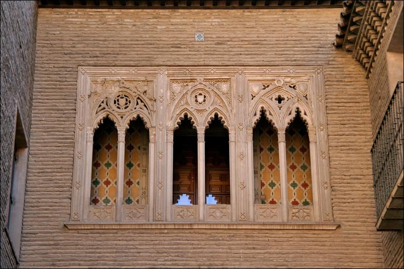 Фрагмент старинного здания в Сарагосе