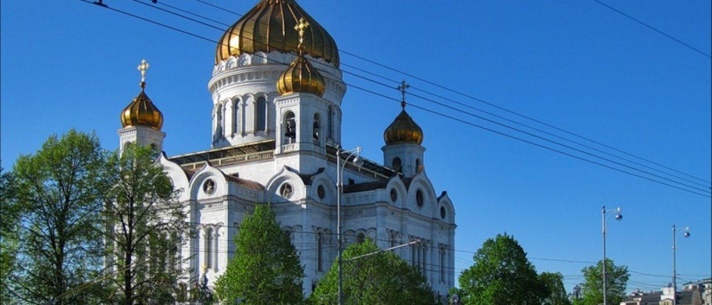 Прогулка по улице Волхонке в Москве