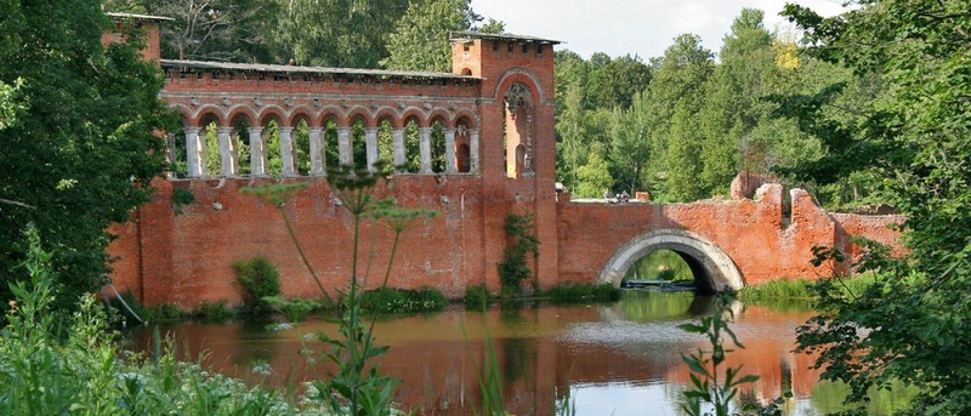 Усадьба Марфино: Готический мост и церкви