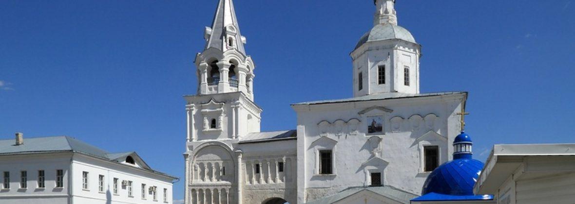 Боголюбово: Свято-Боголюбский монастырь, храм Покрова на Нерли и весенний разлив