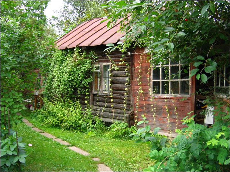 Старый дом в старом дачном поселке
