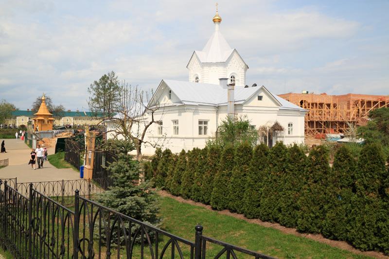 Свято-Троицкий Серафимо-Дивеевский монастырь, на Святой Канавке, вид на монастырские строения