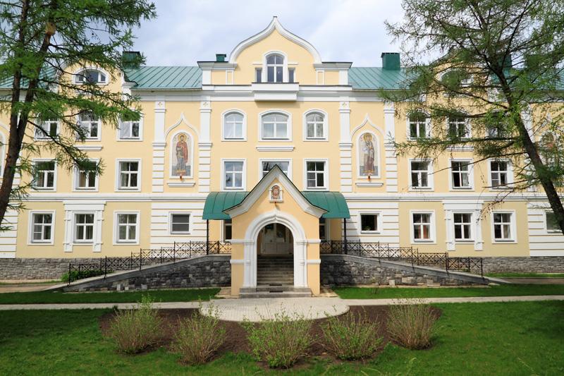 Свято-Троицкий Серафимо-Дивеевский монастырь, монастырское строение