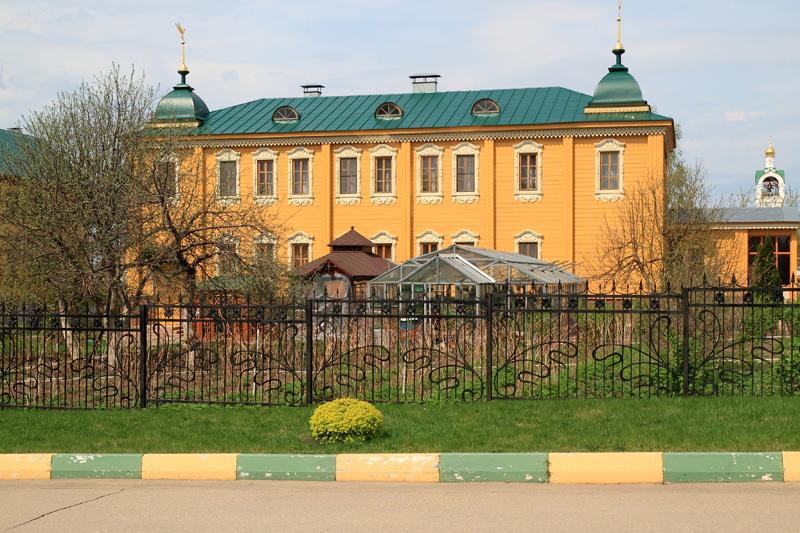 Свято-Троицкий Серафимо-Дивеевский монастырь, здание