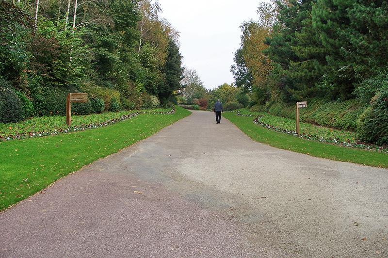 """Парк цветов """"Холм птиц"""" в Кане, Нормандия, Франция"""