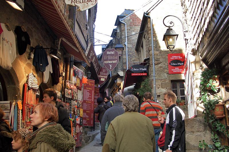 Главная улица в Мон-Сен-Мишель