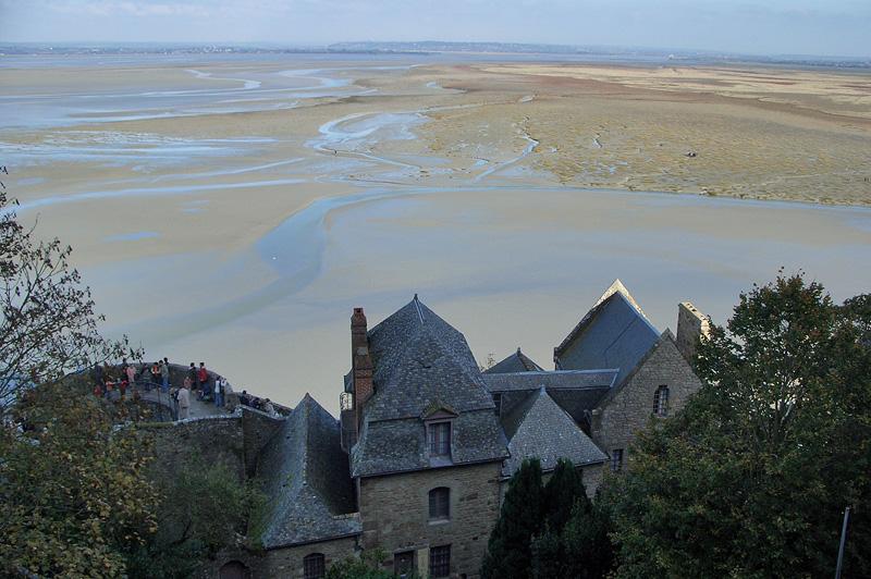 Вид на залив и крепостные стены Мон-Сен-Мишель