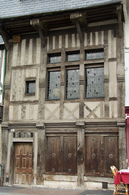 Онфлёр, старый деревянный дом