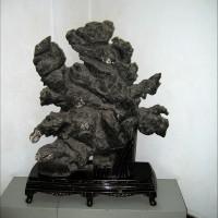 Музей камней и торговая улица в парке на Змеиной горе (Шэшань) в Ухане