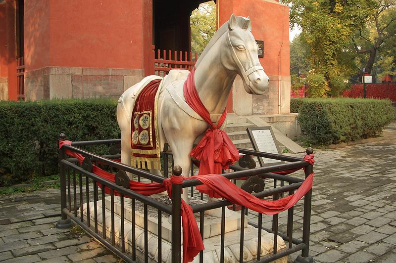 Яшмовая лошадь, монастырь Дунъюэ, Пекин