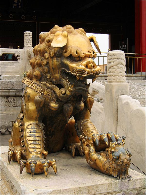 Бронзовая львица, Гугун