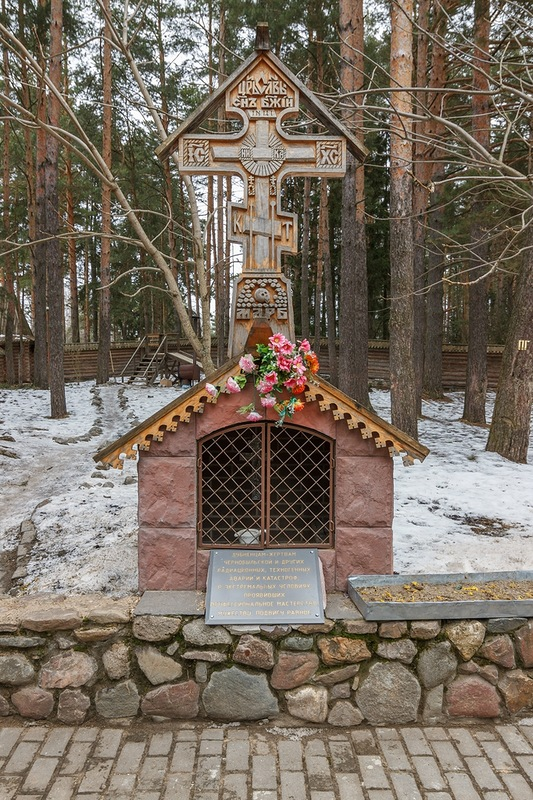 Памятный крест, Дубна, церковь Смоленской иконы Божией Матери