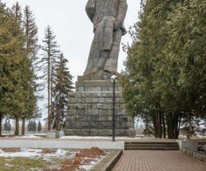 Памятник Ленину у входа в канал имени Москвы, Дубна