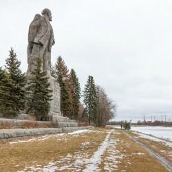 Памятник Ленину и аванпорт канала имени Москвы, Дубна,