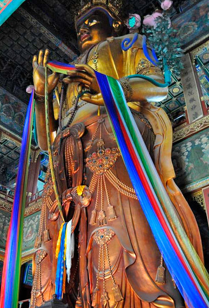 Статуя Майтрейи в Павильоне Десяти тысяч радостей, монастырь Юнхэгун, Пекин