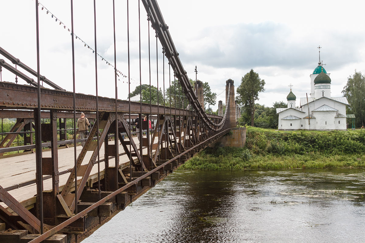 Остров, Цепной мост, церковь Николы Чудотворца