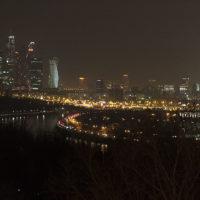 Вечер на Воробьевых горах: мотоциклы и фантастические панорамы Москвы