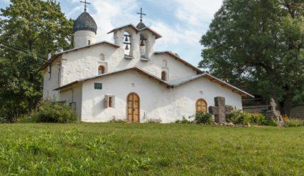 Покровский комплекс в Пскове