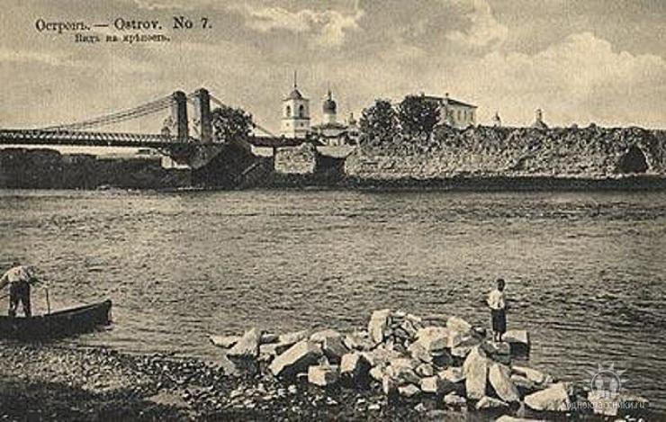 Вид на крепость, Остров