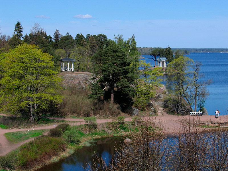 Чайная беседка и храм Нептуна в парке Монрепо