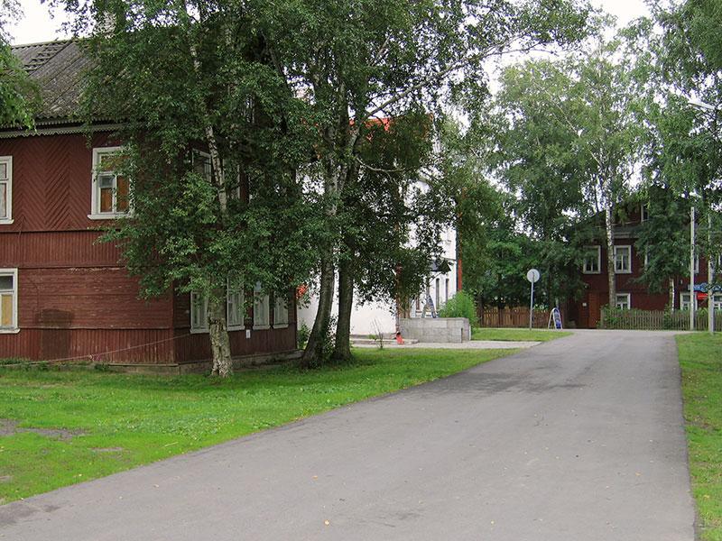 Вид в сторону Варяжской улицы