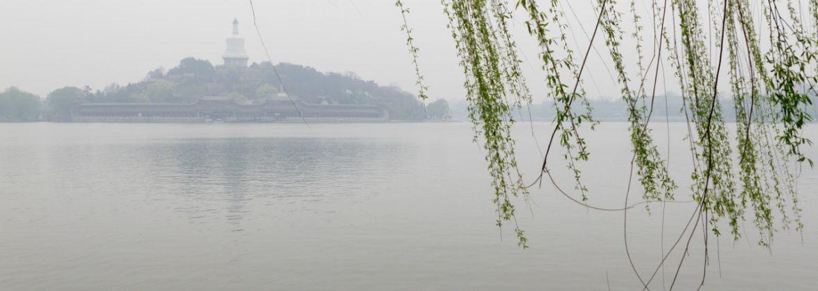 Парк Бэйхай в Пекине: белая дагоба, храмы и озеро